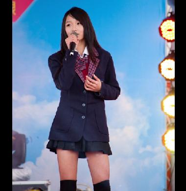 制服美少女許雅涵獲邀兩岸娛樂推廣大使 登流行榜主持